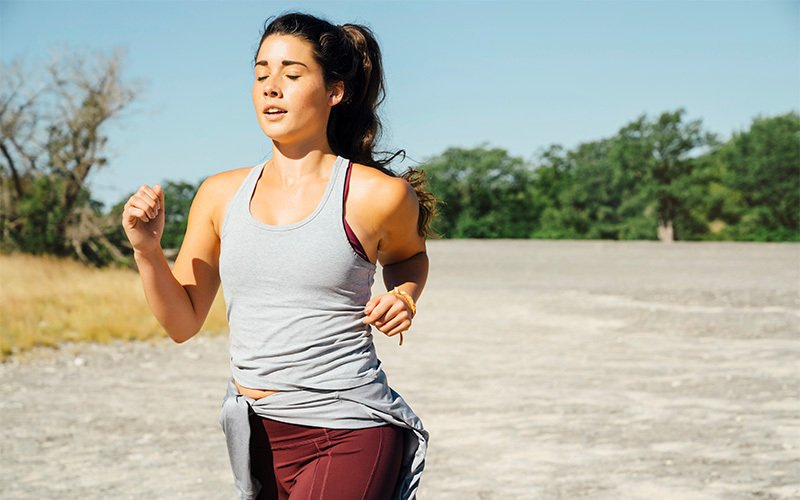 A white woman goes for a run, showing one way how to lose weight and keep it off
