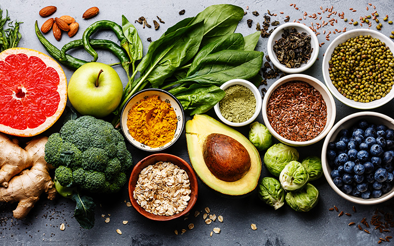 Foods to create a varied diet according to food pyramids