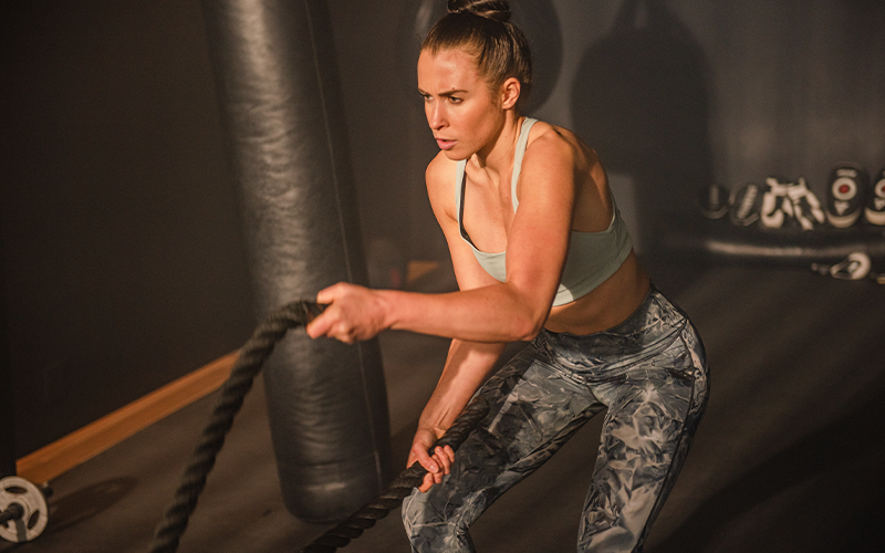 A white woman exercises with ropes as a supplement to yo-yo dieting