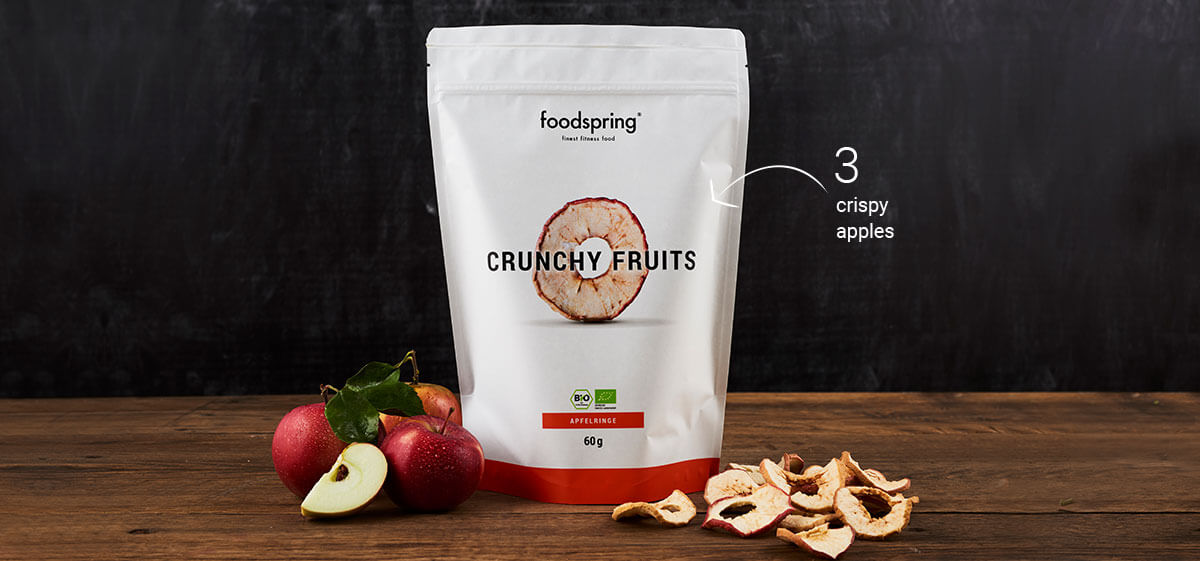 Foodspring Crunchy Apple Rings with 2 apples in front of them